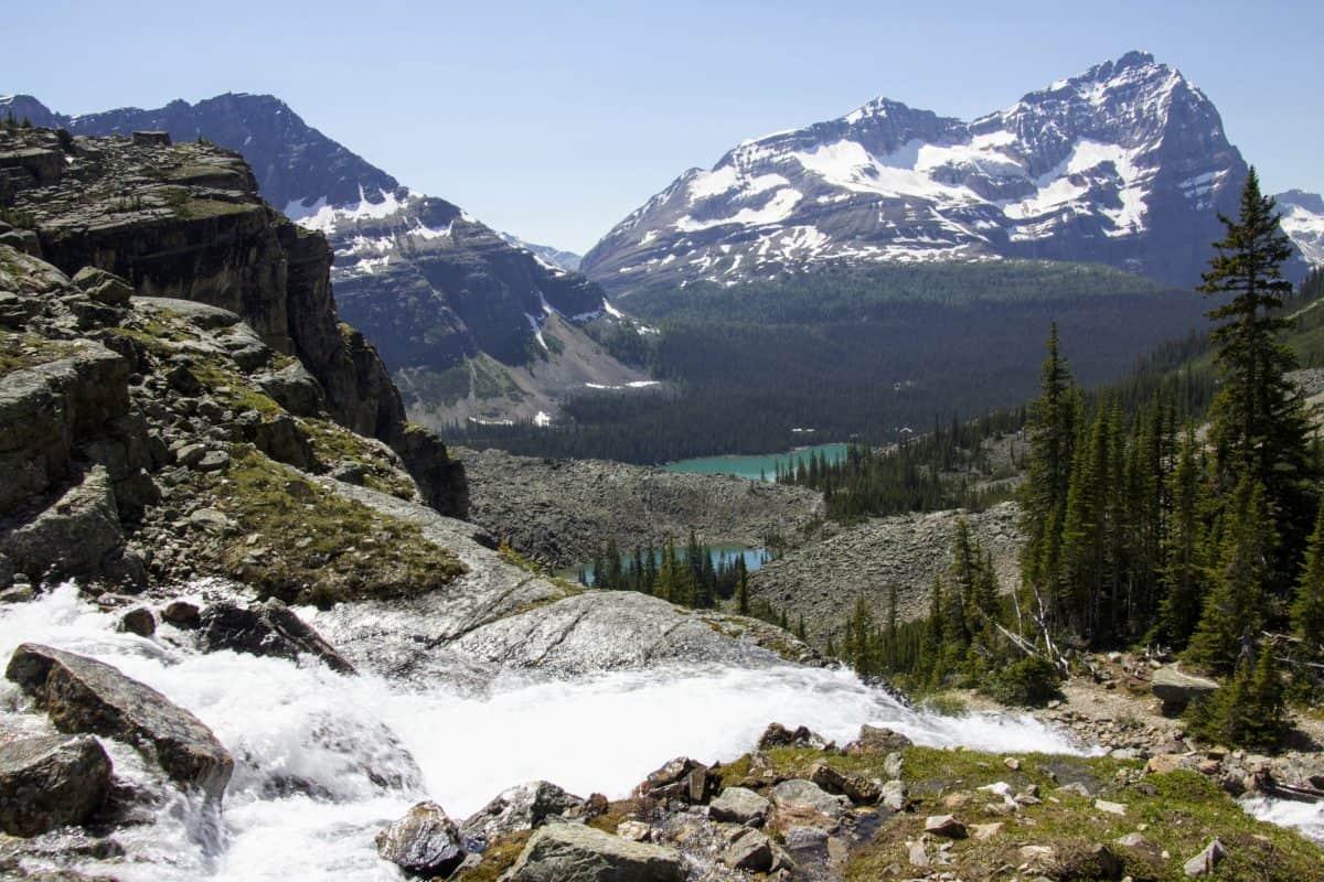 This image has an empty alt attribute; its file name is Lake-OHara-Lake-Oesa-trail-vew-to-Lake-OHara-1200x800.jpg